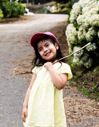 retrato-niña-camino-min-400x516